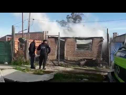 Se incendió una casa en barrio Malvinas y una familia perdió todo