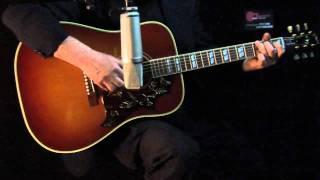 Guitar-View.com MartinD40vs.Gibson50°.mov
