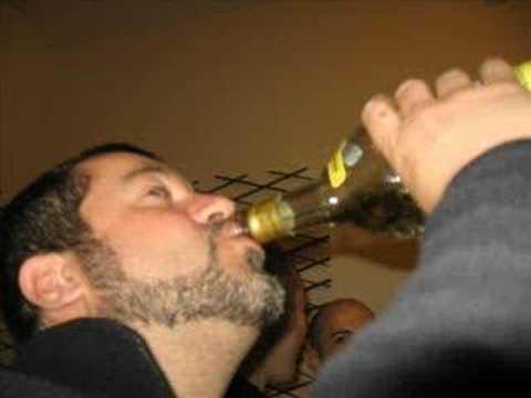 Il marito beve lamante ama