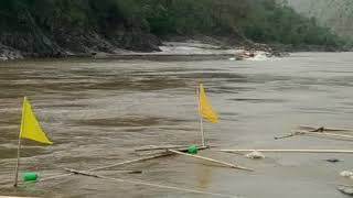 preview picture of video 'कोशीमा पानीजहाज । चतरा देखि भोजपुर चल्ने जहाजको बराह क्षेत्रबाट खिचेको दृश्य । Motorboat at Koshi.'