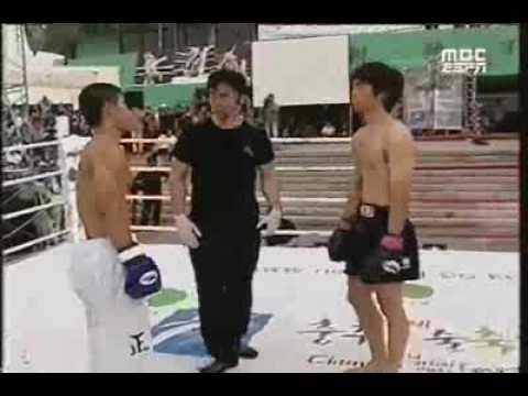 Idealne kopnięcie na zawodach taekwondo