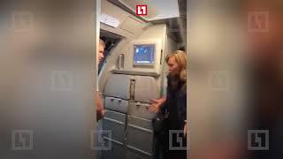 Женщина устроила дебош в самолёте