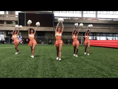 Черлидинг шоу Lucky Demons Cheerleaders