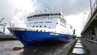 preview picture of video 'SIRENA SEAWAYS nach Crash zur Lloydwerft Bremerhaven'