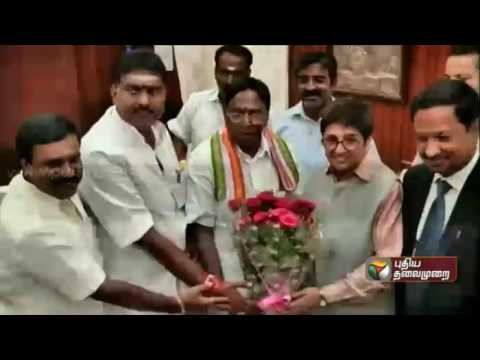 Narayanasamy-meets-Lt-Governor-of-Puducherry-Kiran-Bedi-staking-claim-to-form-government