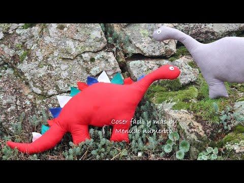 Dinosaurio de trapo o peluche con patrón