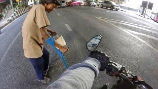 z1000บิ๊กไบค์ช่วยคนพิการข้ามถนน Giving is infinite!(Biker help disability man cross the street)