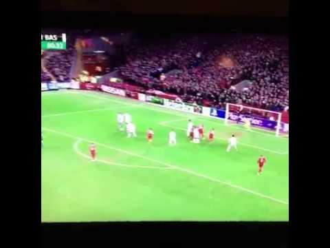 Gerrard có một cú sút phạt tuyệt đẹp