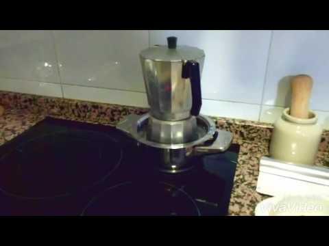 Preparar café con cafetera normal en placa de inducción