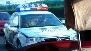 *RARE* Chinese Highway Police Responding With [Lights, Siren & PA]