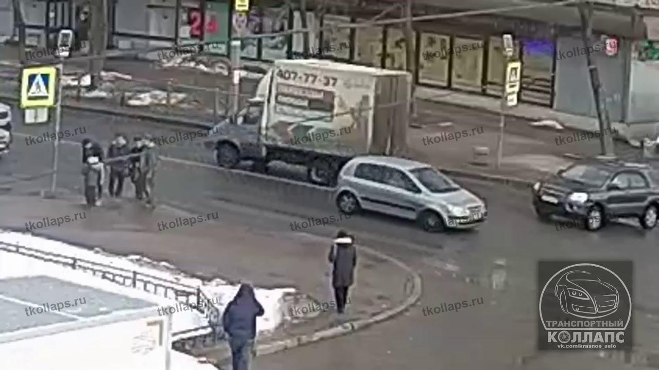 """Невнимательный водитель """"Газели"""" сбил  ребенка на переходе в Красном Селе"""