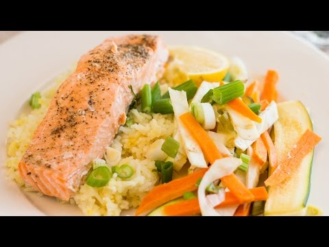 Video Oven Steamed Salmon with Vegetables (Healthy Valentine's Day Meal!)