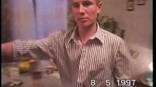 8 мая 1997: первокурсник МГЛУ играет в дартс.