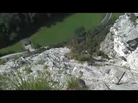 Kaiser Max Klettersteig : Blick von der grotte beim kaiser max klettersteig climbers