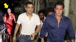 MS Dhoni's MACHO ENTRY With Salman Khan & Wife Sakshi Dhoni At Race 3 SPECIAL Screening