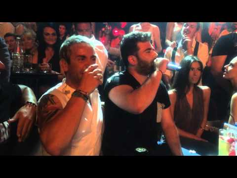 Fantasia: Ο Γιώργος Μαζωνάκης δίνει μικρόφωνο στον Παντελή Παντελίδη. 14/6/2014