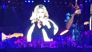 Trisha Yearwood - Shes in Love With The Boy + Kiss Cam