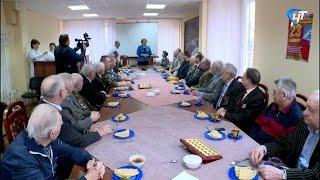Елена Писарева поздравила с Днем Защитника Отечества пациентов госпиталя ветеранов войн