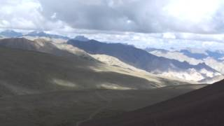 preview picture of video 'Día 6, llegando al paso del Kongmarula Pass (5.300 m),, STOK KANGRI 6.148 (Pequeño Tibet) India'