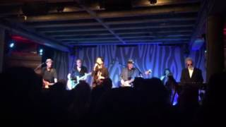"10,000 Maniacs play ""What's the matter here?"" In Portland, Oregon 7/29:16"