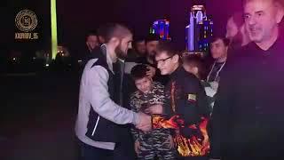 РАМЗАН КАДЫРОВ ПОДАРИЛ ХАБИБУ НУРМАГОМЕДОВУ АВТОМОБИЛЬ!