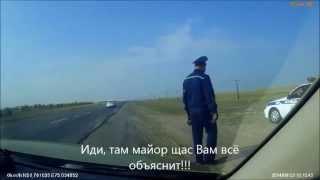Инспектора ГАИ на трассе в районе Экибастуза убеждают автолюбителей в том, что они виновны.