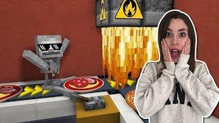LA ESCUELA DE MONSTRUOS Y EL TRABAJO EN LA PIZZERÍA | Minecraft Animación: Video Reacción