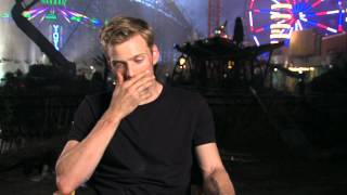 ДЖЕЙК ЭЙБЕЛ (АБЕЛЬ), Jake Abel's Percy Jackson Sea of Monsters Interview - Celebs.com