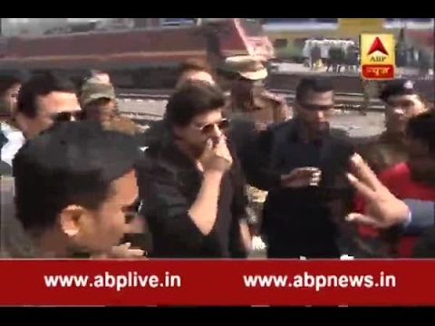 Raees Promotion: Shah Rukh Khan leaves from Hazrat Nizamuddin railway station