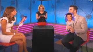 "Даниель Джонас, Kevin and Danielle Jonas play ""He Says, She Says"" - VH1 Morning Buzz"
