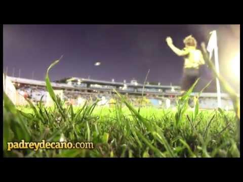"""""""""""En las buenas y en las malas, siempre está con Peñarol"""" Hinchada vs. Plaza Colonia"""" Barra: Barra Amsterdam • Club: Peñarol"""