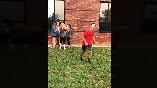 Школьник пытался выпендрится перед девушкой, эта была ошибка..