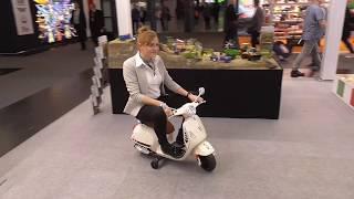 Jamara auf der Spielwarenmesse 2020   Vorführung von RC Fahrzeugen und Ride-On Vespa