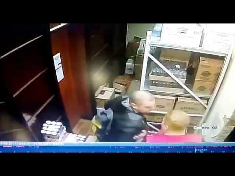 Мужчина получил бутылкой по голове в магазине в Костроме