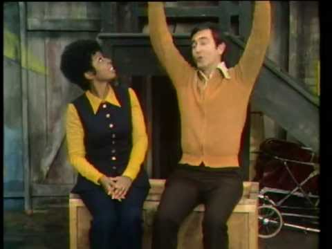 Classic Sesame Street - Susan and Bob sing about 2