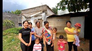 Mọi người giúp Cô K'Rim sửa chữa lại mái nhà - Hương vị đồng quê - Bến Tre - Miền Tây