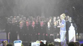 "Lily Allen And Capital Children's Choir Perform ""Somewhere Only We Know"", LIVE"