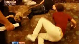 One Direction Falling down (NZ 21.04.2012)
