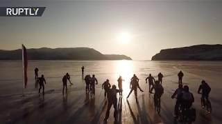 Carrera extrema: Amantes de la adrenalina corren 200 km en el congelado lago Baikal