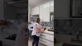 Organizando a gaveta de utensílios de cozinha