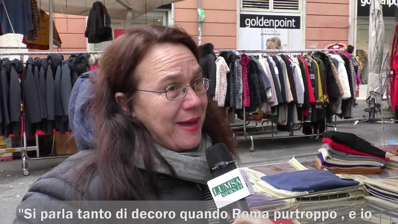Roma, la decisione del Campidoglio: via gli ambulanti dal centro