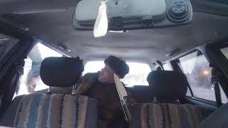 Военный размахивает ножом в такси. Водитель высадил