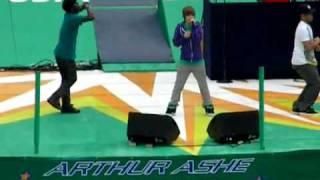 Justin Bieber   Bigger( Live).flv