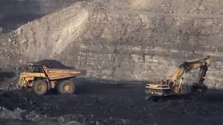 CAT 375 Loading Coal