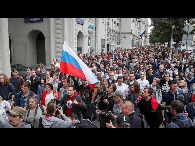Сотни протестующих в Москве требуют честных выборов в Мосгордуму