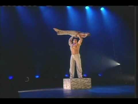 ACROBAZIA strength balancing duo