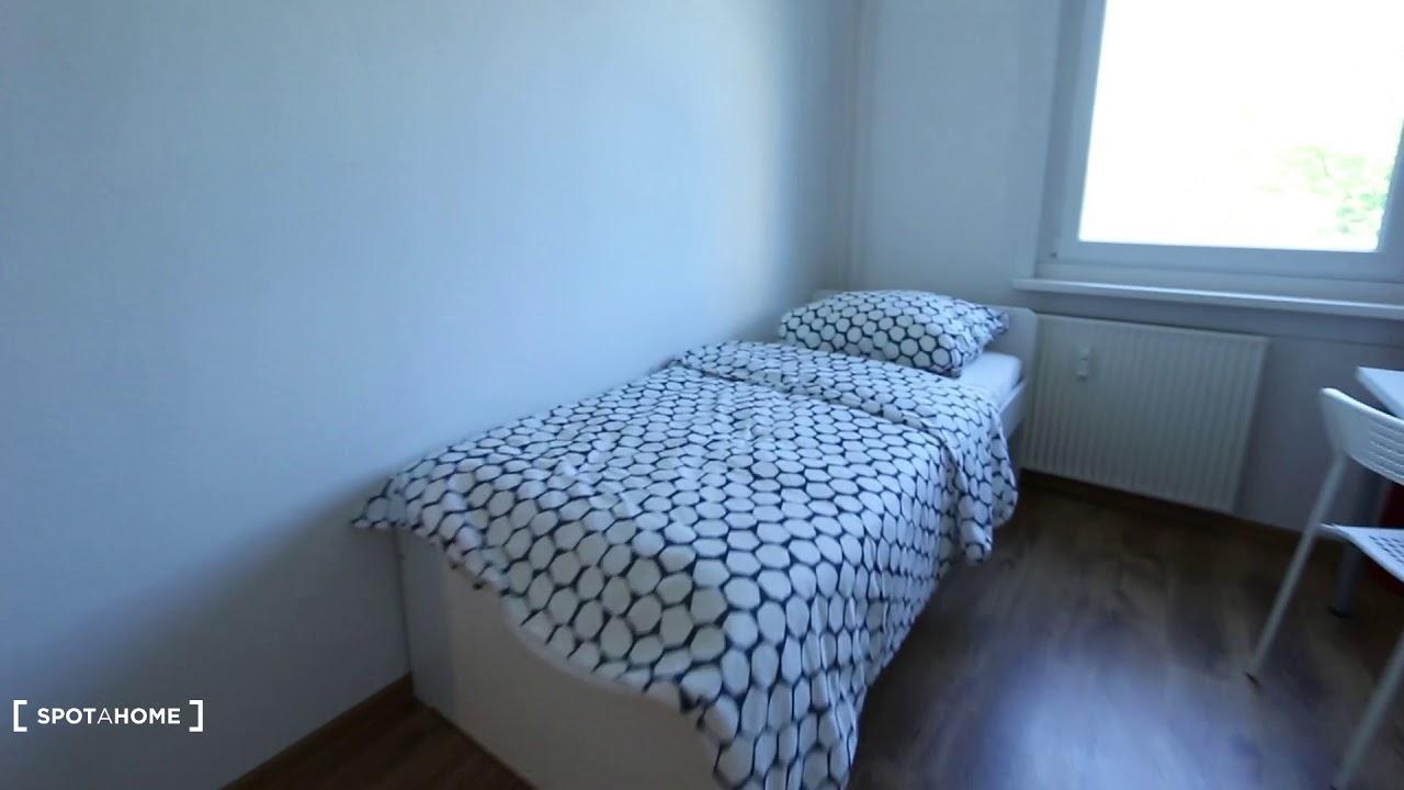 Double bed in Rooms for rent in 4-bedroom apartment in Lichtenberg