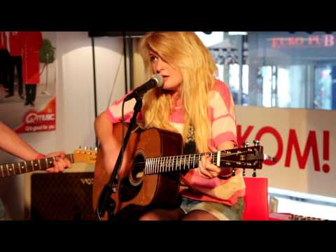 Q-music (NL): Miss Montreal - Just A Flirt (live in het Q-hotel)