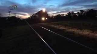 preview picture of video 'Tren de FEPSA saliendo de Bordeu al anochecer'