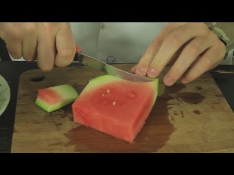 Avoid A Mess While Eating Watermelon With Two Strategic Cuts
